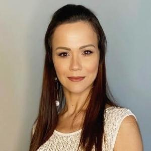 Zhenia Casanave